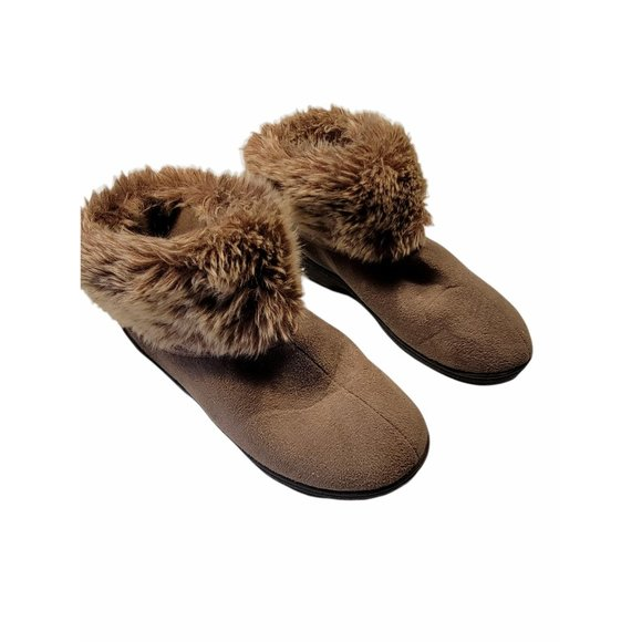 Isotoner Size 7.5 - 8 Slippers Shoes Tan Faux Fur
